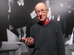 Rob Kievit, sprekend met foto-achtergrond van Bauhaus-studenten